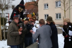4_ Kinderfasnet in Emerkingen- Am Dorfbrunnen_jpg